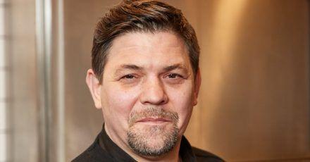 Fernsehkoch Tim Mälzer in der Küche seines Restaurants ««Die Gute Botschaft»» in Hamburg.