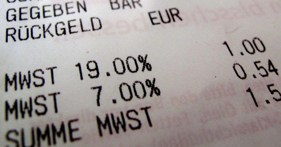 Seit dem 1. Januar 2021 gelten in Deutschland wieder die Mehrwertsteuersätze von 19 beziehungsweise 7 Prozent. Der private Konsum wird nun wieder teurer.