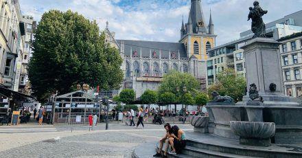 Blick auf die St.-Pauls-Kathedrale im Zentrum der Stadt: Dies ist einer der angenehmsten Orte, um draußen zu sitzen.