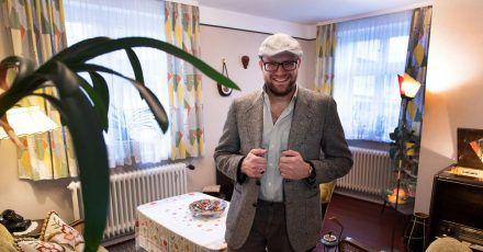Kevin Nikodem hat sein Haus komplett mit Möbeln, Fernseher, Radios und auch Küchenmaschinen aus den 50er Jahren eingerichtet.