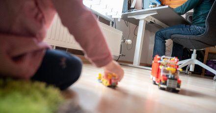 Laut einer Studie der Hans-Böckler-Stiftung ist der zweiter Lockdown für noch mehr Familien eine starke Belastung als der erste.