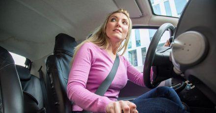 Grundsätzlich sollte man seinen Sitz vor jeder Fahrt richtig einstellen, sagen Experten. Dies ist nicht nur wichtig für den Komfort, sondern auch für die Sicherheit.
