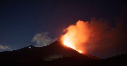Der 30 Kilometer südlich von Guatemala-Stadt gelegene Vulkan Pacaya speit erneut Lava, Dampf und Asche.