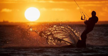 Das Kitesurfen im Wattenmeer ist seit Jahren ein heiß diskutiertes Thema.