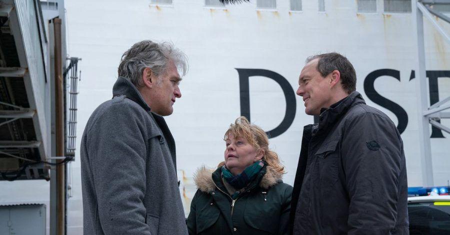 Kommissar Robert Anders (Walter Sittler) bedankt sich bei seinen Kollegen Ewa (Inger Nilsson) und Thomas (Andy Gätjen) für die Unterstützung bei der Auflösung des Mordfalls.