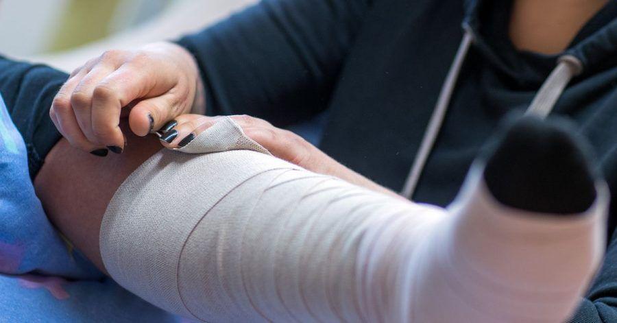 Gerade typische Frauenjobs wie in der Altenpflege sind in der Corona-Krise mit hohen Infektionsrisiken und Dauerbelastung verbunden.