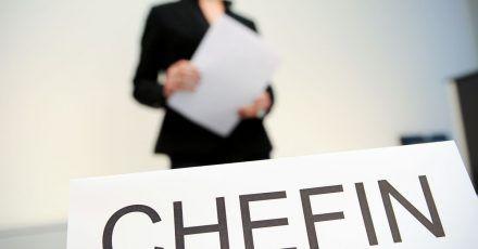 Der Frauenanteil in Führungspositionen mittelständischer Unternehmen ist zwar leicht gestiegen. Aber zum Spitzenwert von 2013 gibt es noch einen deutlichen Abstand.