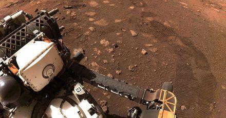 Der Rover «Perseverance» der NASA düst über den Planeten Mars.