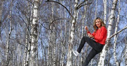Die Schauspielerin Stefanie Stappenbeck bei einem Spaziergang in ihrem Kiez in Prenzlauer Berg in Berlin.