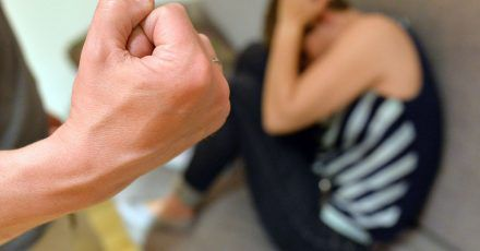 Werden Frauen zu Opfern von Gewalt, bleibt die Motivfrage oft ungeklärt. Das Bundesfamilien- und das Innenministerium planen daher eine wissenschaftliche Studie zu Gewalt in der Partnerschaft.