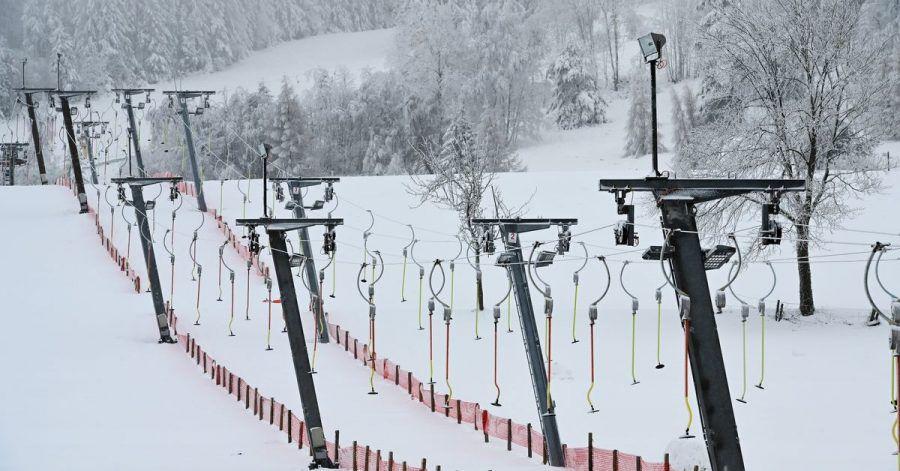 Die neue Coronaschutz-Verordnung in NRW erlaubt seit Dienstag wieder den Betrieb von Skiliften.