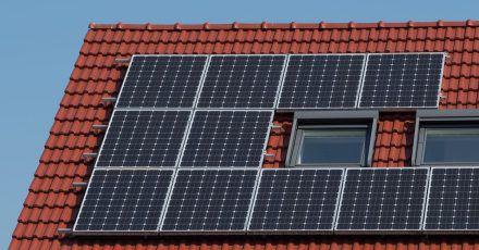 Wer seine Photovoltaikanlage in Kombination mit einem Batteriespeicher betreibt, muss auf dessen Standortbedingungen achten.