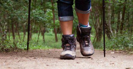 Wanderschuhe aus Leder erleben ein Comeback. Damit das Material nicht spröde wird, sollten sie zum Trocknen nicht in die Sonne oder in den Ofen gestellt werden.
