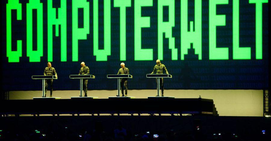 Pioniere der elektronischen Musik:Auftritt von Kraftwerk beim Lollapalooza-Festival in Berlin.