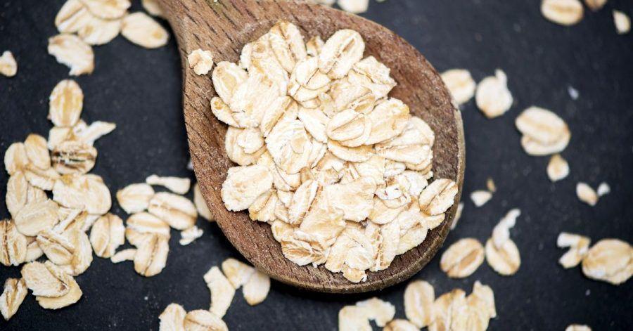 Haferflocken haben viel zu bieten: Besonders beliebt sind sie fürs Frühstück, zum Beispiel als Porridge.