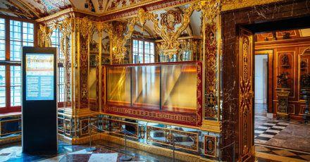 Die ausgeraubte und nun ausgestellte Vitrine im Juwelenzimmer des Historischen Grünen Gewölbes im Residenzschloss.
