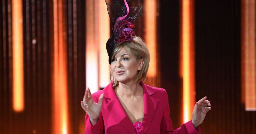 Carmen Nebel zieht den Hut.