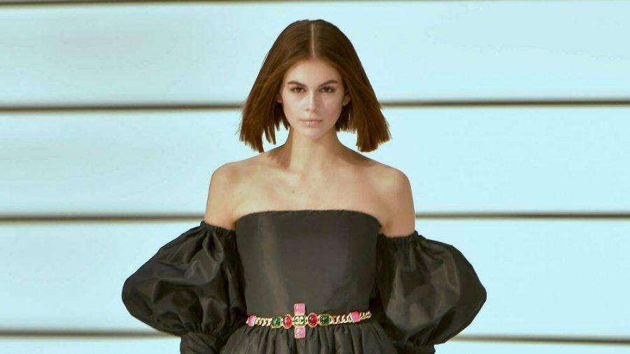 Kaia Gerber bei der Chanel-Show auf der Pariser Fashion Week. (kms/spot)