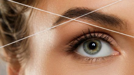 Augenbrauen schützen das Auge vor äußeren Einflüssen und sind wichtiger Teil der Mimik. (cos/spot)