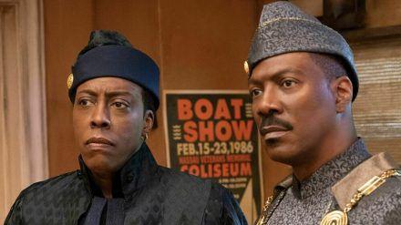 Akeem (Eddie Murphy, r.) und Semmi (Arsenio Hall) landen ein weiteres Mal in New York City, allerdings nicht auf Brautschau. (stk/spot)