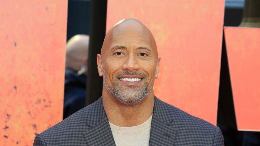 """Dwayne """"The Rock"""" Johnson bei einer Filmpremiere in London (stk/spot)"""