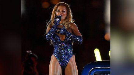 Rita Ora genießt ihren Auftritt beim Mardi Gras in Sydney sichtlich. (cos/spot)