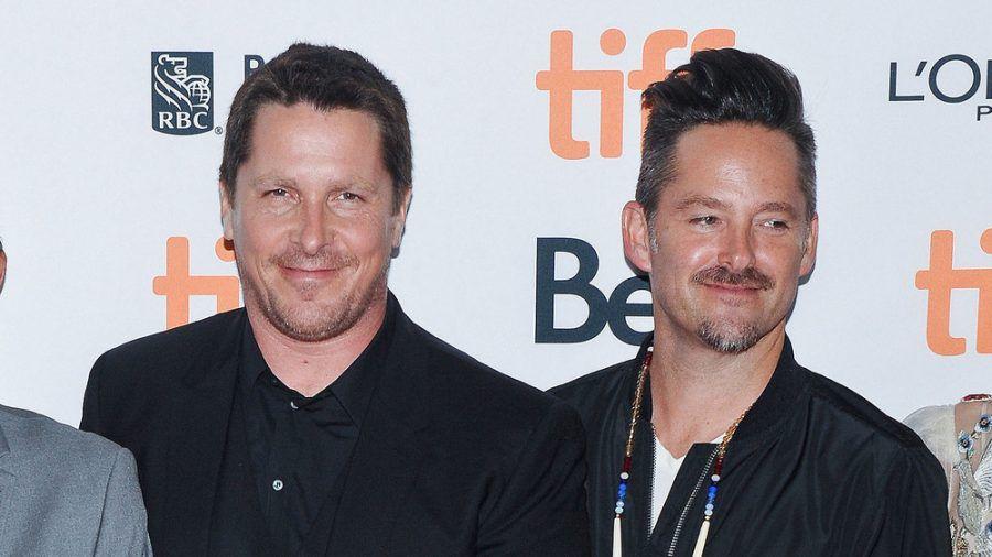 Machen wieder gemeinsame Sache: Oscarpreisträger Christian Bale (li.) und Regisseur Scott Cooper. (stk/spot)