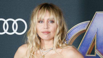 """Miley Cyrus veröffentlichte im November 2020 ihr siebtes Studioalbum """"Plastic Hearts"""". (wag/spot)"""