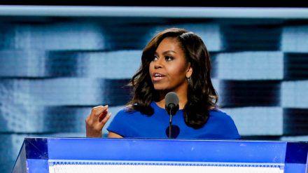 An Michelle Obama geht die Unsicherheit aufgrund der Corona-Pandemie nicht spurlos vorbei. (wag/spot)