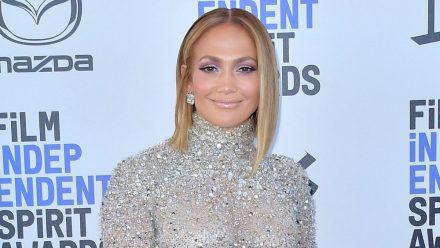 Video: Jennifer Lopez zeigt sich im Badeanzug mit Mega-Dekolleté