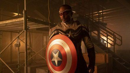 "In ""The Falcon and the Winter Soldier"" durfte Anthony Mackie zuletzt schon mal als Captain America üben. (stk/spot)"