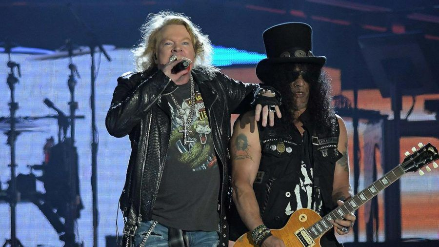 Guns N' Roses während eines Auftritts im Jahr 2017 (wue/spot)