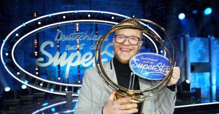 Jan-Marten Block, Sieger der RTL-Castingshow «Deutschland sucht den Superstar», steht auf der Bühne.