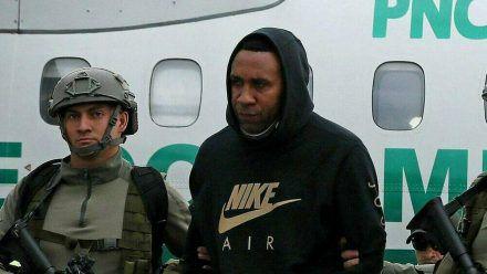 Der ehemalige kolumbianische Fußballstar Jhon Viáfara bei seiner Verhaftung durch kolumbianische Spezialkräfte. (dr/spot)