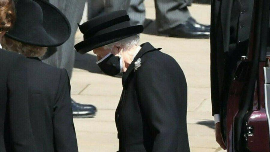 Queen Elizabeth II. vor Beginn der Trauerfeier für Prinz Philip (wue/spot)