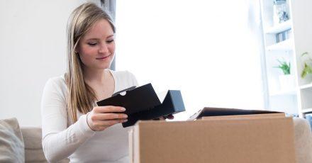 Bei Smartphones kein Problem: Wer dagegen die Originalverpackung eines 50-Zoll-TVs aufheben möchte, hat schnell einPlatzproblem.