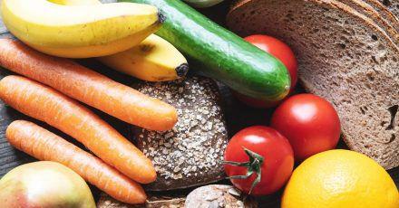 Wer Gewicht verlieren will, sollte viel Gemüse, Vollkornprodukte und wenig Zucker zu sich nehmen.
