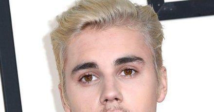 Justin Bieber hat eine Osterüberraschung für seine Fans parat.