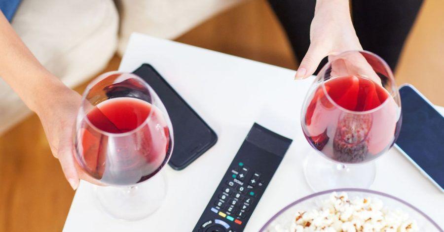 Ein Weinchen zum Feierabend oder Abendessen gehört für viele dazu. Geschieht dies regelmäßig, erhöht sich das Risiko für Herzerkrankungen, so Experten.