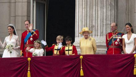 Nach der Hochzeit zeigten sich unter anderem das Brautpaar William und Kate und die Königin (in Gelb) auf dem Balkon des Buckingham Palasts. (ili/spot)