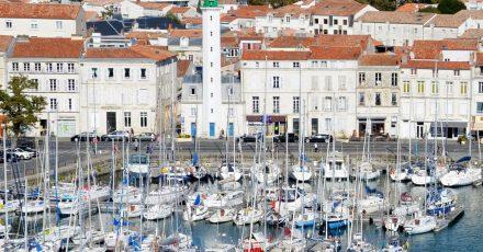 Leuchtturm am Quai Valin am Hafen von La Rochelle.