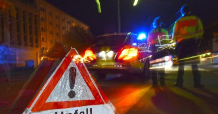Bei Unfällen mit einem Fußgänger haften Autofahrer aufgrund der Betriebsgefahr des Autos meist mit. Doch unter bestimmten Voraussetzungen kann der Fußgänger allein verantwortlich sein.