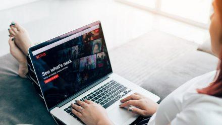 Netflix kann man auch zusammen mit Freunden schauen, die sich gerade an einem anderen Ort aufhalten. (wue/spot)