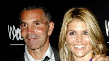 Mossimo Giannulli und Lori Loughlin saßen beide eine Gefängnisstrafe ab. (cos/spot)