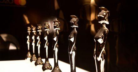 Die Trophäen der Brit Awards stehen bereit.