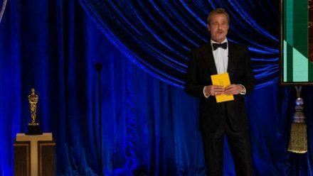 Brad Pitt auf der Bühne der 93. Oscarverleihung. (wag/spot)