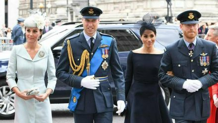 Prinz Harry und Herzogin Meghan (r.) haben Prinz William und Herzogin Kate zum Hochzeitstag gratuliert. (ili/spot)