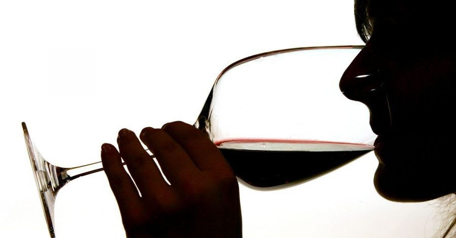 Während der Corona-Pandemie verlagert sich der Weinhandel immer mehr ins Netz.