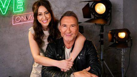 """Melissa Khalaj und Jochen Bendel nehmen die """"Promis unter Palmen""""-Stars unter die Lupe. (jom/spot)"""