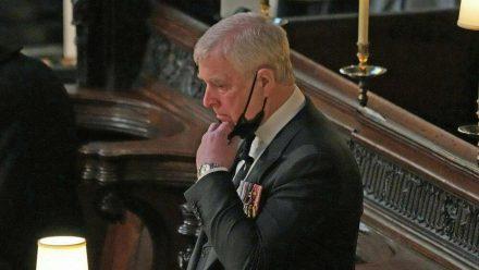 Prinz Andrew beim Trauergottesdienst für seinen verstorbenen Vater Prinz Philip. (wag/spot)